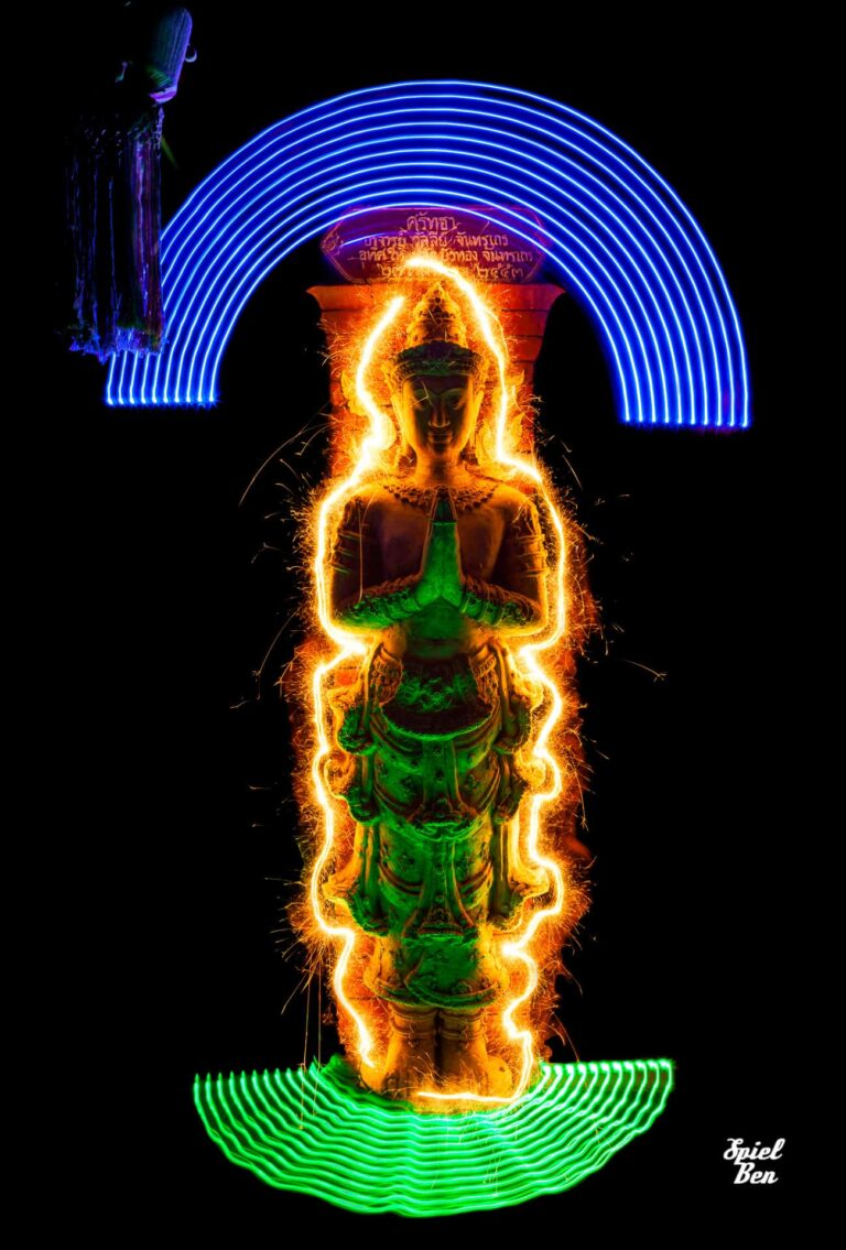 Vynians' art project - Light painting in Northern Thailand's temples